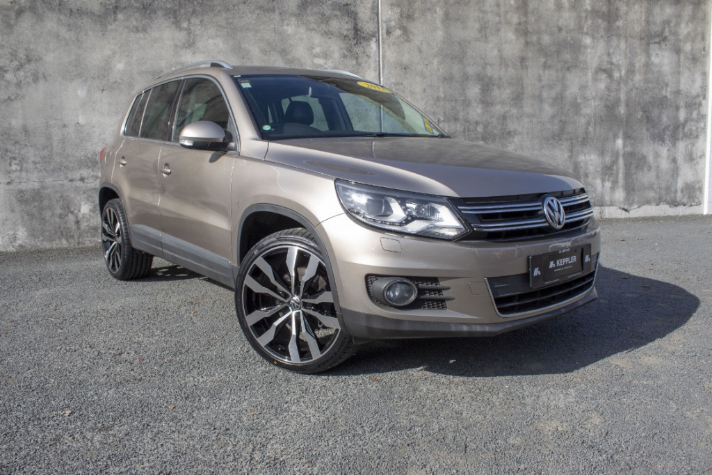 2011 Volkswagen Tiguan 2.0L TSI LOW KM's LEATHER