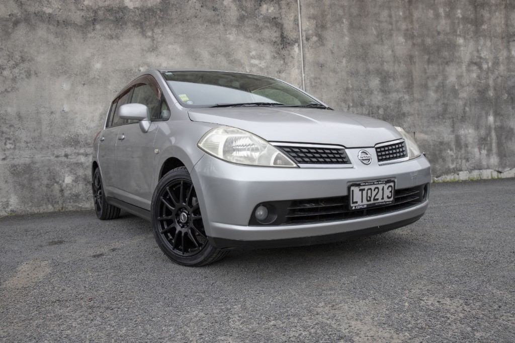 2006 Nissan Tiida LOW KM's and ALLOY's